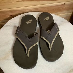 Nike Celso thong flip flops size 13